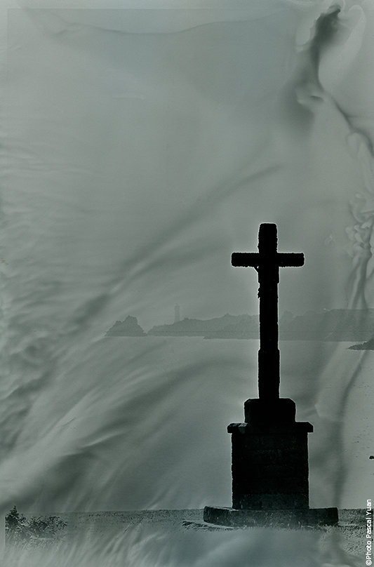 ouessant-croix-Pascal-Yuan.jpg